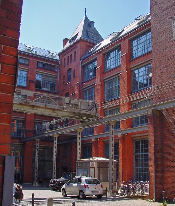 Fabrikhalle mit Künstlerwerkstatt