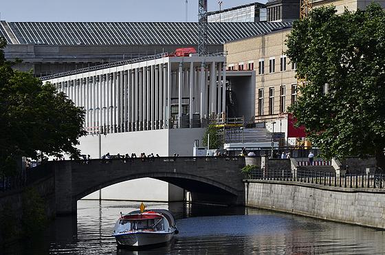Eiserne Brücke und Neubau der James-Simon-Galerie